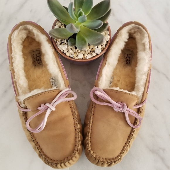 9fee5e77670 UGG Dakota Moccasins Leather Bow Tan Pink Slippers